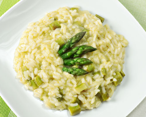 Rice served with asparagus and bacon cream